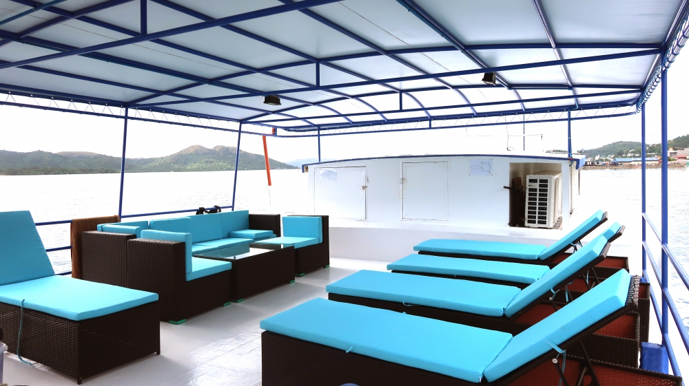 Sun Deck on M/Y Azalea